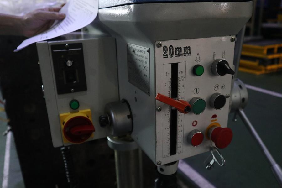 Điều khiển ăn phôi và độ sâu khoan ZB4120G
